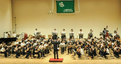 小樽商科大学プレクトラムアンサンブルの演奏風景